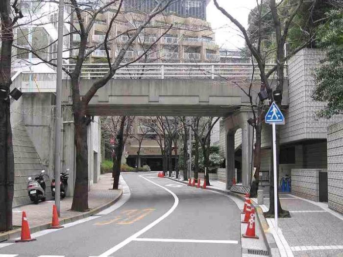 橋りょう名:赤坂一丁目陸橋(あかさかいっちょうめりっきょう)